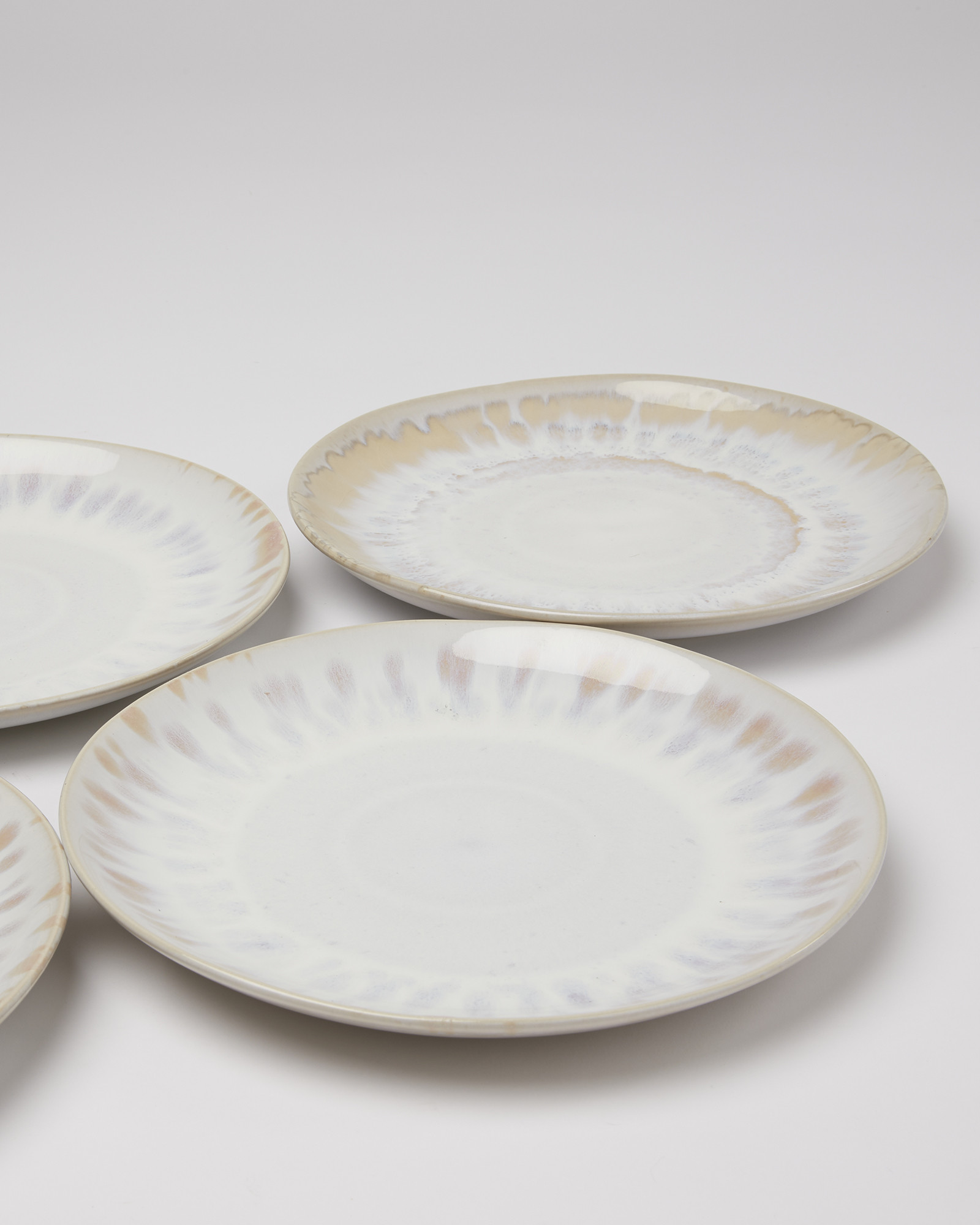 Muana White Reactive Glazed Stoneware Dinner Plates Set Of Four Oliver Bonas Ie